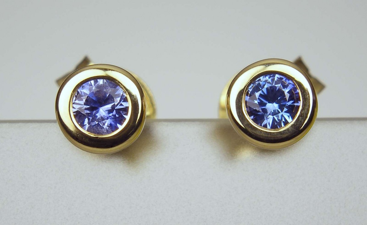 Sapphire Earstuds  022ct Bright Blue Sapphire Rounds Rubover Set In 18ct  Yellow Gold Earstuds