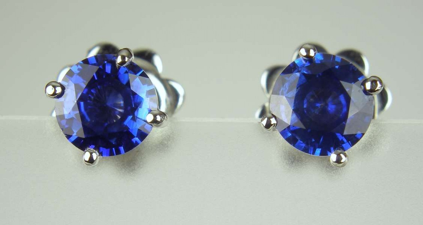 Blue Sapphire Earstuds  107ct Pair Of Round Brilliant Cut Blue Sapphires  In 18ct White