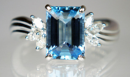Aquamarine & diamond ring in platinum - Stunning deep blue 2.01ct emerald cut aquamarine flanked by 0.25ct of marquise cut diamonds in H colour & VS clarity, all mounted in platinum.
