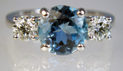 Aquamarine & diamond ring in 18ct white gold - Exquisite deep blue 2.26ct aquamarine flanked by a 0.80ct matched pair of round brilliant cut diamonds in H colour SI2 clarity, mounted as a ring in 18ct white gold