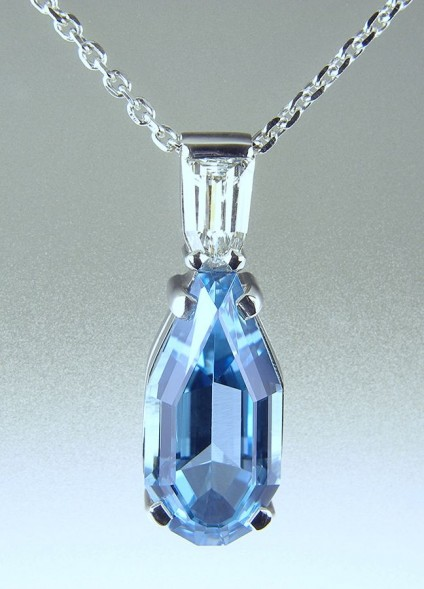 Aquamarine & Diamond Pendant in Platinum - Aquamarine & diamond pendant in platinum set with 2.94ct special cut aquamarine & 0.24ct obelisk cut diamond.