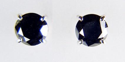 Black diamond earstuds in 18ct white gold -