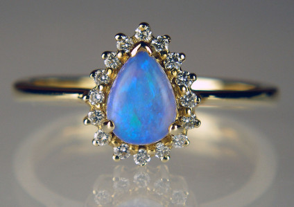 Pear cut black opal & diamond ring in 14ct yellow gold - Beautiful blue pear cut opal set with diamonds in 14ct yellow gold