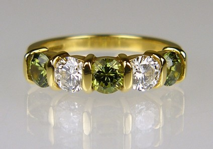 Demantoid garnet & diamond ring - Beautiful sparkling ring set with 1.27ct of round cut Namibian demantoid garnets and 0.70ct of round brilliant cut diamonds G colour VS clarity set in 18ct yellow gold