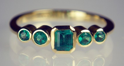 5 stone rubover emerald ring - Delicate 5 stone rubover set Colombian emerald ring in 18ct yellow gold. 0.55ct emerald.