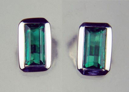 Colombian emerald rectangular earstuds in 14ct white gold - Rubover set pair of top quality emerald cut Colombian emeralds in simple 14ct white gold earstuds