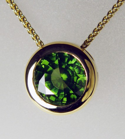 Green zircon pendant in 18ct yellow gold - 3.05ct round green exceptional quality natural zircon, rubover set as a slider style pendant in 18ct yellow gold, and suspended from an 18ct yellow gold spiga chain