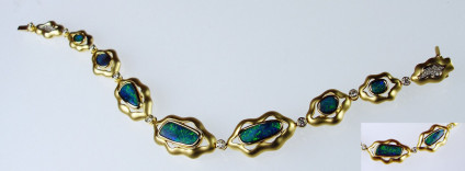 Boulder opal & diamond bracelet in 14ct yellow gold - Breathtaking opal bracelet set with 8.23ct of Queensland boulder opals and 0.47ct diamonds (27 diamonds in all), in 22.7g of 14ct yellow gold