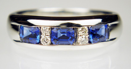 Sapphire & diamond ring in platinum - Simple but stylish ring set with 0.83ct sapphires and 0.09ct diamonds in platinum. Ring is size N.