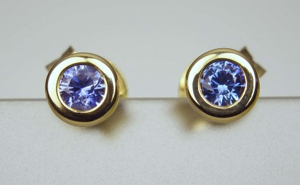 Sapphire earstuds - 0.22ct bright blue sapphire rounds rubover set in 18ct yellow gold earstuds