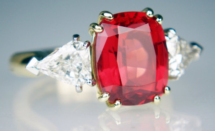 Red spinel & diamond ring - Exceptional quality 5.07ct cushion cut red spinel set with 1.40ct kite cut diamonds F/G colour SI1/VS2 clarity mounted in 14ct yellow gold and platinum on a Fingermate expanding shank