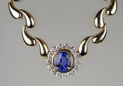 Tanzanite & diamond necklace in 18ct yellow gold -